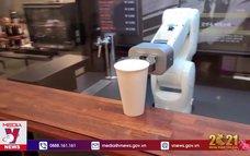 """Robot pha cà phê """"lên ngôi"""" mùa dịch"""