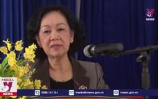 Đồng chí Trương Thị Mai tặng quà Tết tại Lâm Đồng