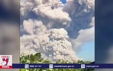 Núi lửa Indonesia phun cột khói bụi cao 3 km