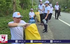 Đà Nẵng làm sạch môi trường đón du khách