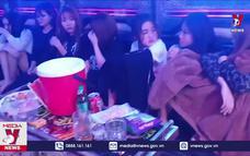 """Bắt 24 thanh niên """"bay lắc"""" tại quán karaoke"""