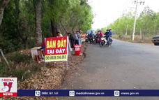"""Hàng trăm """"cò đất"""" dụ dỗ người dân khu vực sân bay Téc níc, Bình Phước"""