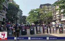 Biểu tình tiếp diễn tại Myanmar gây quan ngại