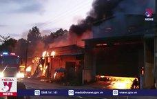 Cháy 5 kiot và 1 nhà dân tại Bình Dương