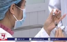 3 Thứ trưởng trực tiếp giám sát tiêm vaccine COVID-19