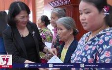 Phó Chủ tịch nước thăm, tặng quà tại Quảng Nam
