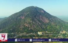 Núi Bà Đen hút khách du lịch trong nước