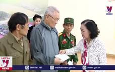 Đồng chí Trương Thị Mai thăm và tặng quà tại Tuyên Quang