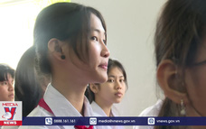 Thăm, tặng quà cho Trung tâm nuôi dạy trẻ khuyết tật Võ Hồng Sơn