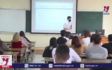 Sinh viên được bảo vệ tốt nghiệp online