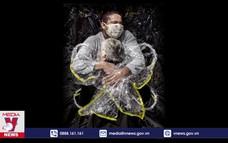 'Chiếc ôm giữa đại dịch' đoạt giải Ảnh Báo chí Thế giới