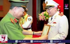Thăng hàm Trung tướng cho hai sĩ quan Công an