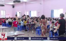 Hàng loạt học sinh nghỉ học do nghi nhiễm vi sinh trong thực phẩm