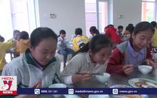 Cần nâng cao mức ăn bán trú cho học sinh vùng biên