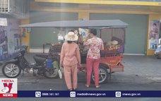 Tạp hóa di động độc đáo tại Campuchia