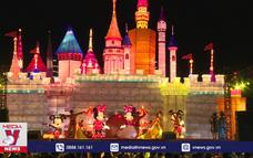 Rực rỡ lễ hội đèn lồng khổng lồ