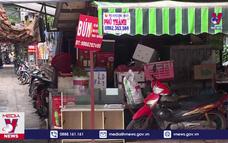 Bất chấp lệnh cấm, nhiều chợ cóc, chợ tạm vẫn hoạt động