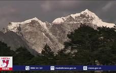 Hai nhà leo núi tử vong trong ngày Everest mở cửa trở lại