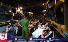 """Nhà hàng tại TP.HCM bất chấp lệnh """"cấm"""" karaoke"""