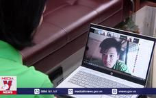 Thí sinh Hà Nội làm thủ tục thi trực tuyến
