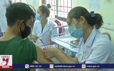 Tiêm vắc xin phòng COVID-19 cho người dân Côn Đảo