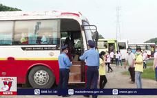 Kiểm tra xe đưa đón công nhân, phòng ngừa COVID-19