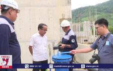 """Nhà máy nước thi công chậm, hàng ngàn hộ dân """"khát"""" nước sạch"""