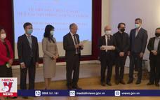 Các hội đoàn Việt Nam tại Pháp ủng hộ Quỹ vaccine