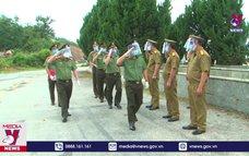 Công an Lào hỗ trợ Điện Biên chống dịch