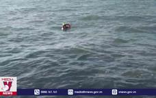 Cứu ngư dân gặp nạn trên biển