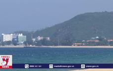 Bãi biển Nha Trang không còn đông người tắm biển