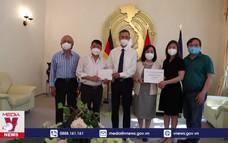 Cộng đồng người Việt tại Đức quyên góp ủng hộ quỹ vaccine