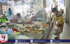 Chợ mở lại, người dân không lo thiếu thực phẩm