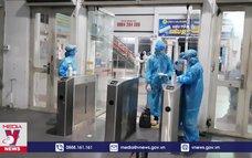 Hơn 700 công dân bắt đầu rời TPHCM về quê bằng tàu hỏa
