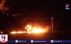 Bình Định: Cháy lớn trong đêm tại bãi tập kết vật liệu xây dựng