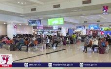 Áp giá sàn vé máy bay: Tước quyền của khách hàng, cản trở phục hồi nền kinh tế?
