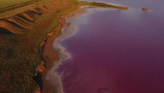 Hồ nước màu hồng mệnh danh Biển Chết của Ukraine