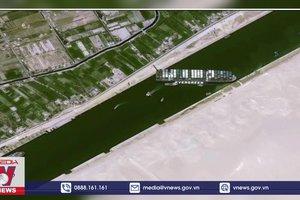 Cần 3 ngày để giải quyết tình trạng ách tắc trên kênh đào Suez