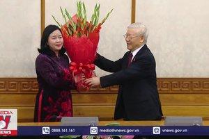 Tổng Bí thư trao quyết định phân công của Bộ Chính trị