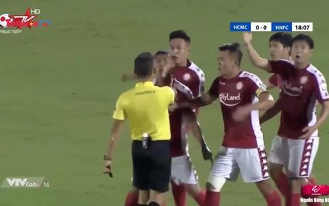 VFF sẽ phạt nặng cầu thủ phản ứng trọng tài