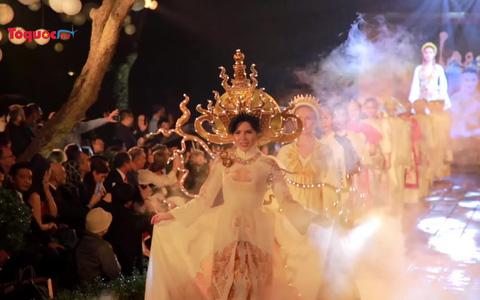 Vẻ đẹp rạng ngời của hơn 600 mẫu thiết kế áo dài tại Văn Miếu