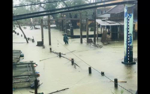 Nước lũ lên nhanh gây ngập lụt sâu trên diện rộng trở lại tại Thừa Thiên Huế