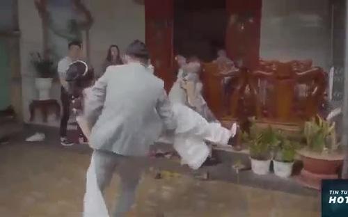 Clip chú rể bế vợ bầu băng qua cửa chính gây sốt