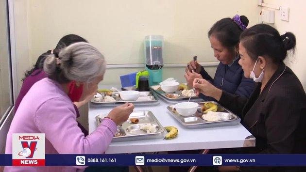 Những quán cơm 2 ngàn đồng cứu cánh người nghèo