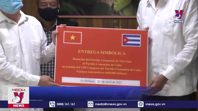 Trao thư,điện và quà mừng Đại hội Đảng Cộng sản Cuba