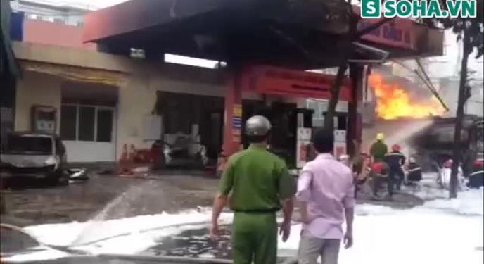 Cập nhật: Cháy nổ lớn tại cây xăng gần bệnh viện 108